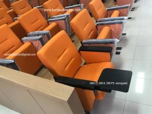 Kursi Auditorium di Ruang Kelas FISIP UNAIR Surabaya